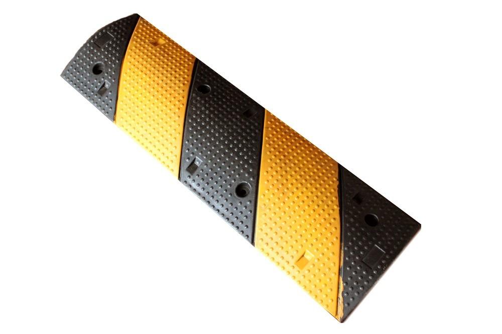 Σαμαράκι δρόμων από ελαστικό με μήκος 100cm x πλάτος 30cm x ύψος 4,5cm (μεσαίο τμήμα μαύρο-κίτρινο) KSR-210M