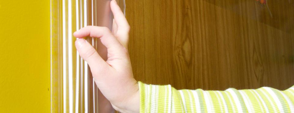 Γωνιά προστασίας για τα δάχτυλα των παιδιών σε πόρτες